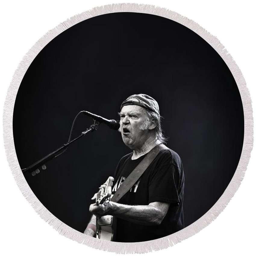 2014 Round Beach Towel featuring the photograph Neil Young by Anna Webber