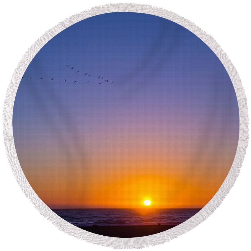 Pacific Sunset Round Beach Towel featuring the photograph Pacific Sunset by Garry Gay