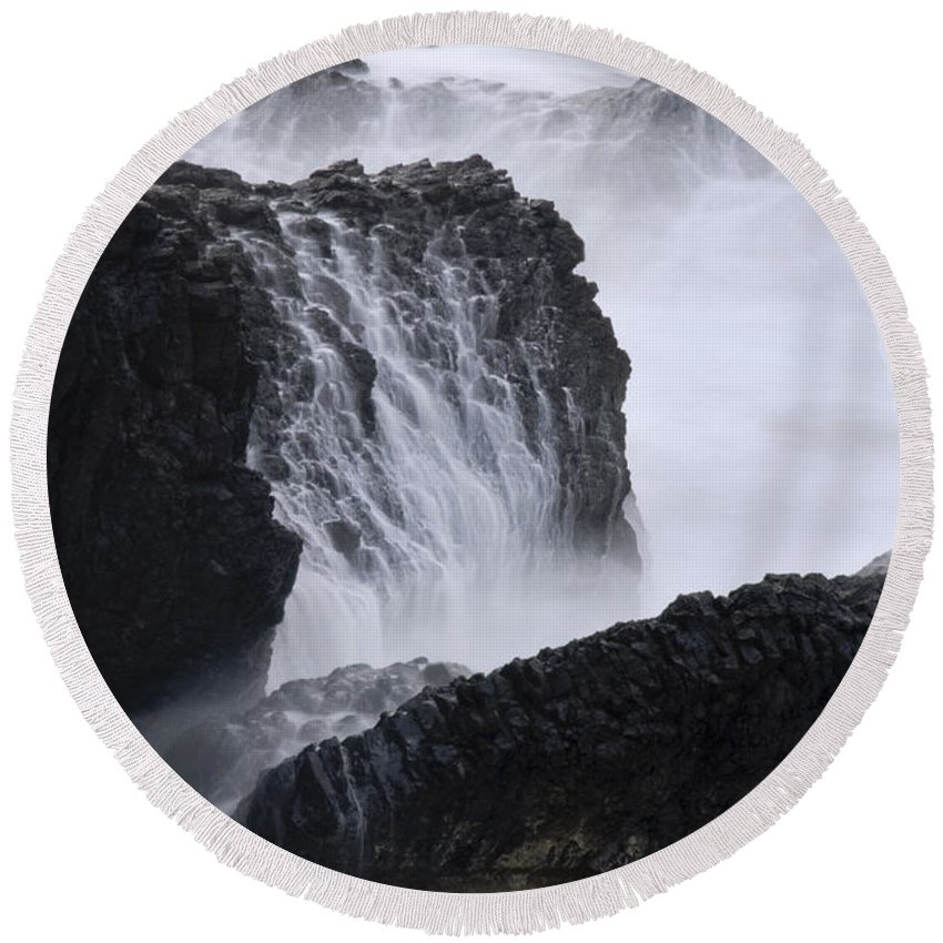 Seal Rock Round Beach Towel featuring the photograph Seal Rock Waves And Rocks 4 by Bob Neiman