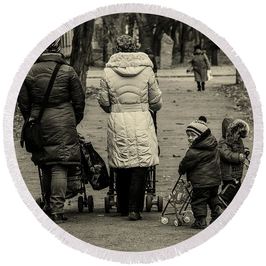 Odessa Round Beach Towel featuring the photograph Small Child Looking Backward by Reksik004