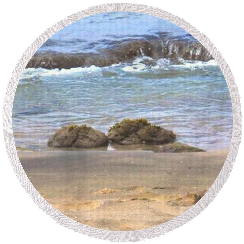 Ocean Round Beach Towel featuring the photograph Tidal Pool by Ian MacDonald