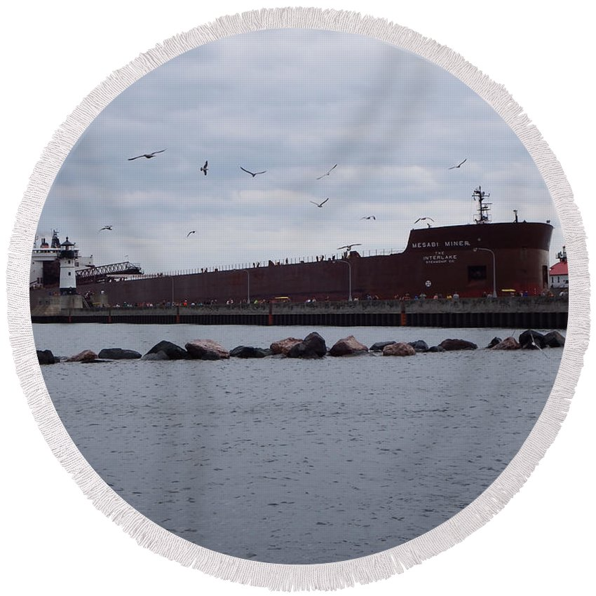 Lake Superior Round Beach Towel featuring the photograph 21 Gull Salute by Alison Gimpel