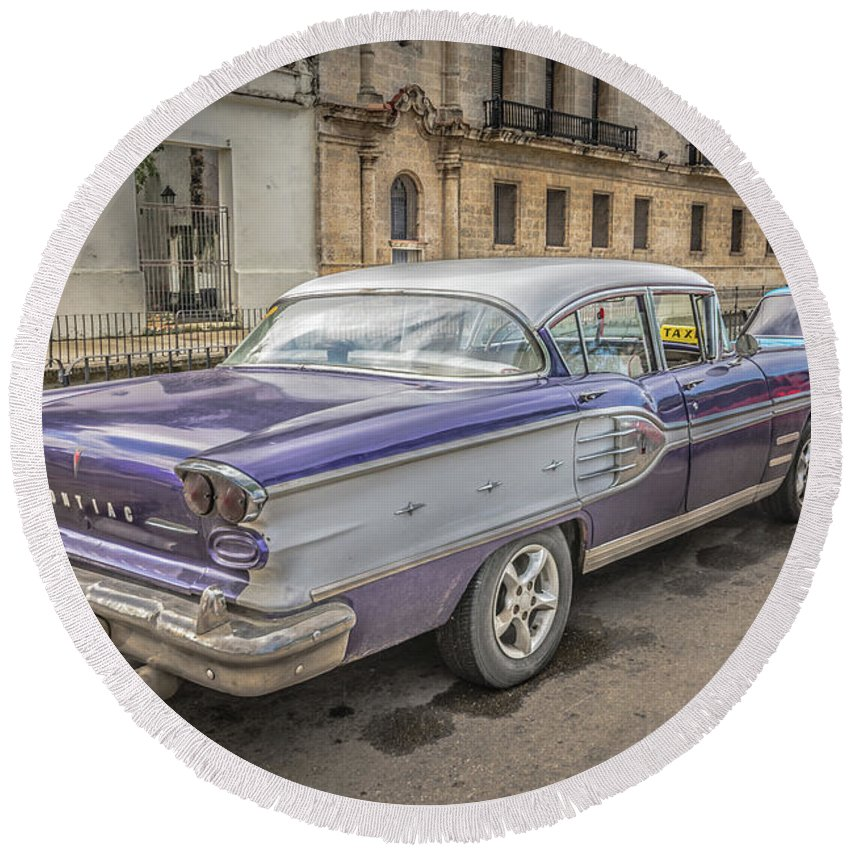 Havana Round Beach Towel featuring the photograph Old Car by Bill Howard