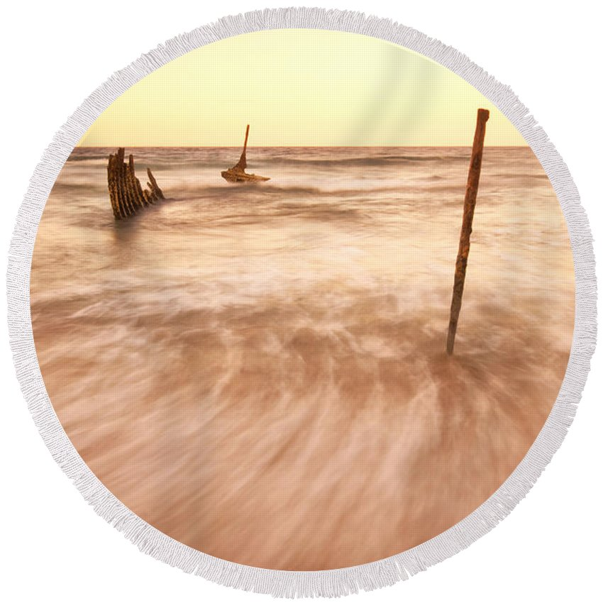 Queensland Round Beach Towel featuring the photograph S.s Dicky Shipwreck by Rob D