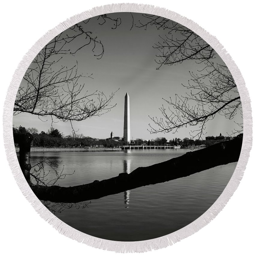 Green Round Beach Towel featuring the photograph Washington Monument by Brandon Bourdages