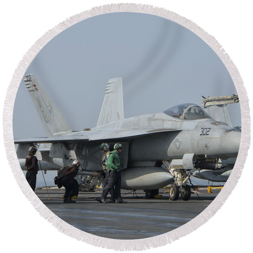 Horizontal Round Beach Towel featuring the photograph An Fa-18f Super Hornet On The Flight by Giovanni Colla