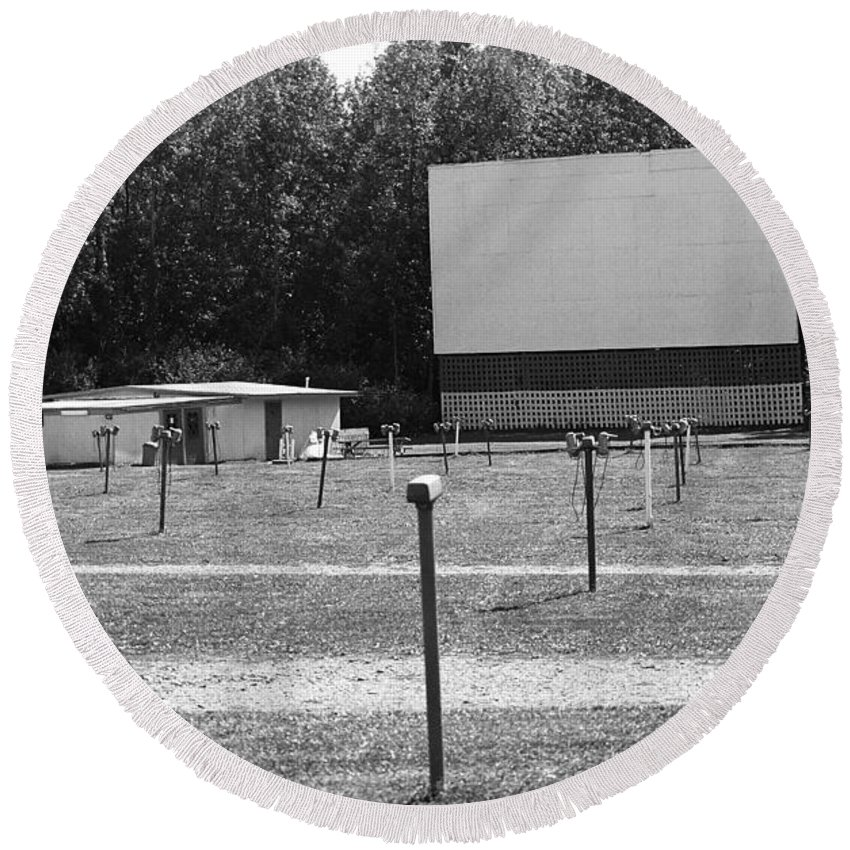America Round Beach Towel featuring the photograph Auburn, Ny - Drive-in Theater Bw by Frank Romeo