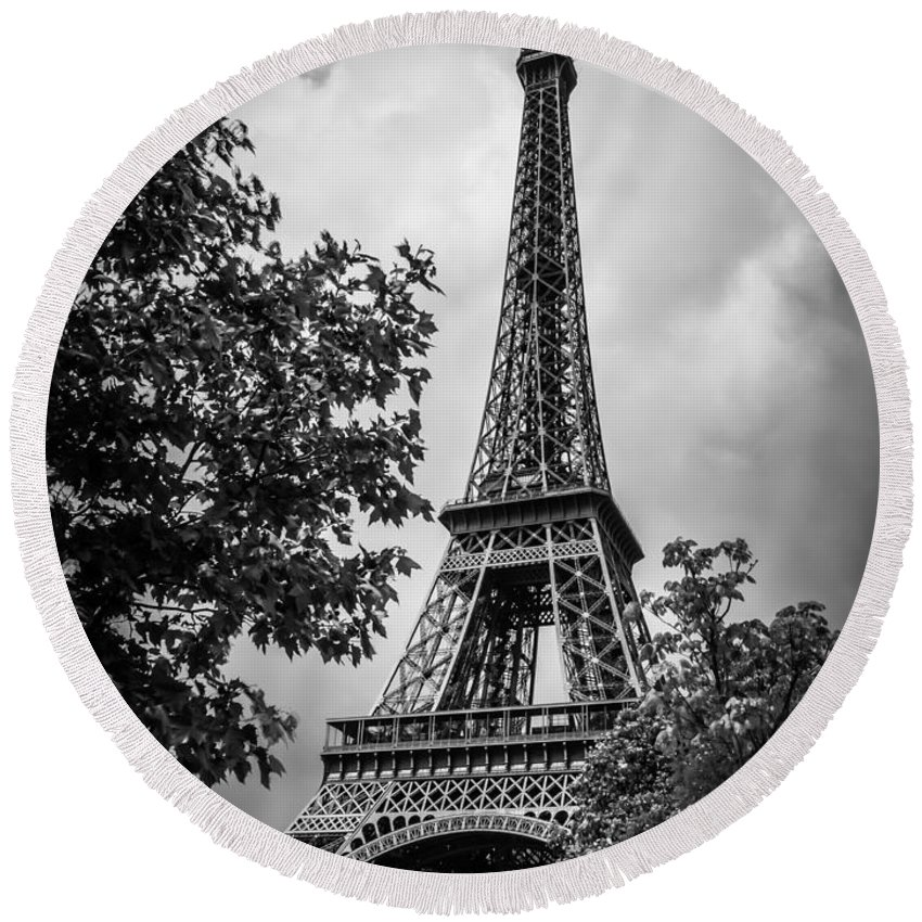 France Round Beach Towel featuring the photograph Eiffel Tower by Mark Llewellyn
