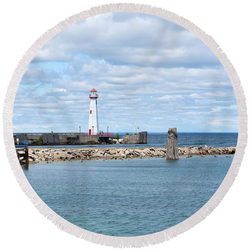 St. Ignace Lighthouse Round Beach Towel featuring the photograph Lots Of Blue by Linda Kerkau