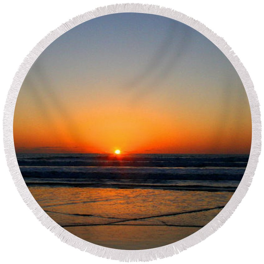 Wgilroy Round Beach Towel featuring the photograph Ocean Sunrise Sunset by W Gilroy
