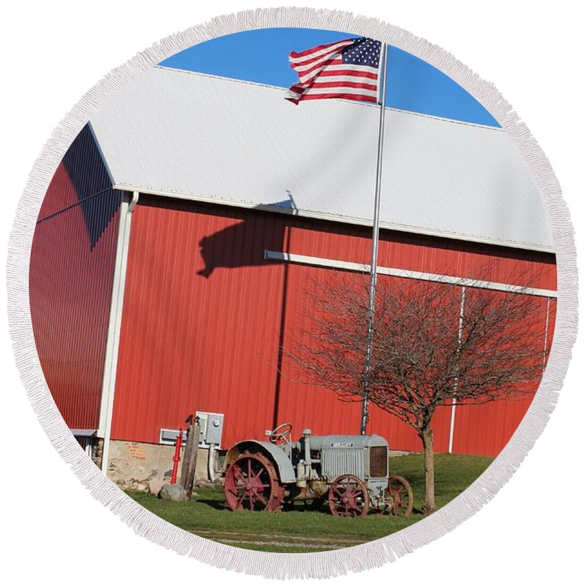Round Beach Towel featuring the photograph Old Barn by Patty Robbins