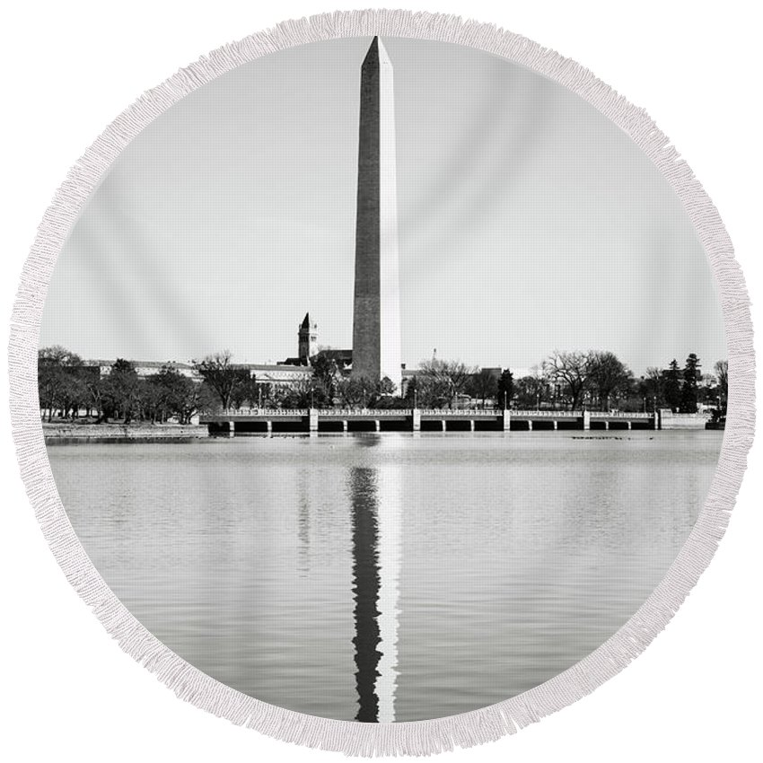 Green Round Beach Towel featuring the photograph Washington Memorial In Washington Dc by Brandon Bourdages