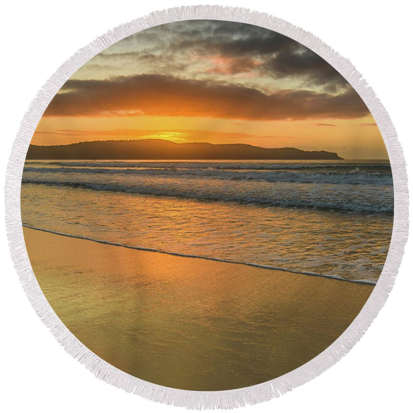 Umina Round Beach Towel featuring the photograph Sunrise Seascape At The Beach by Merrillie Redden