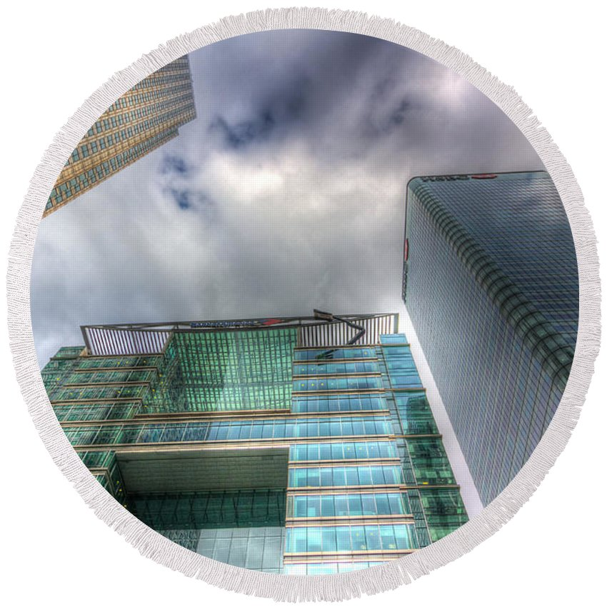 Architecture Round Beach Towel featuring the photograph Canary Wharf London by David Pyatt