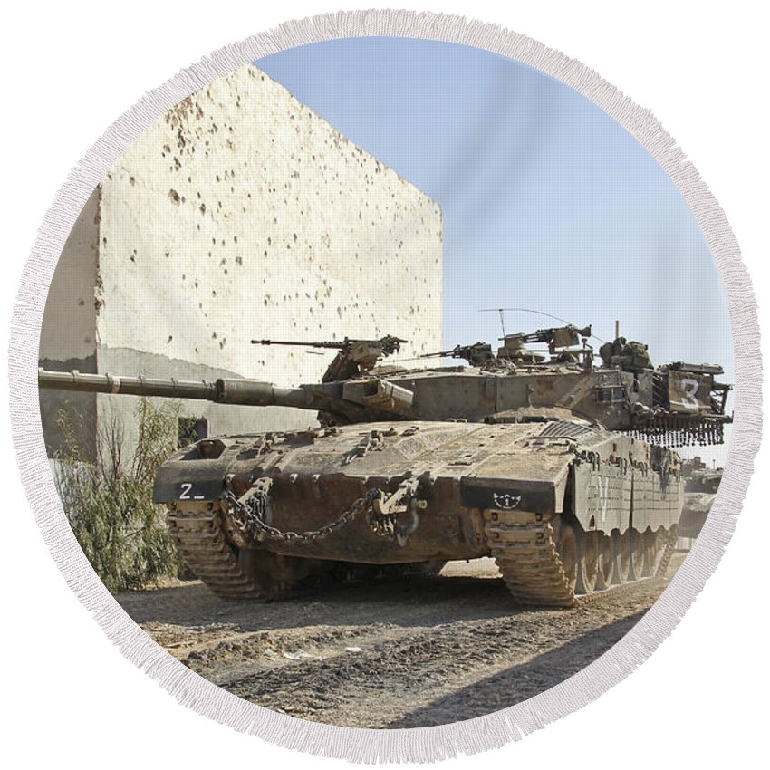 Battletank Round Beach Towel featuring the photograph An Israel Defense Force Merkava Mark II by Ofer Zidon