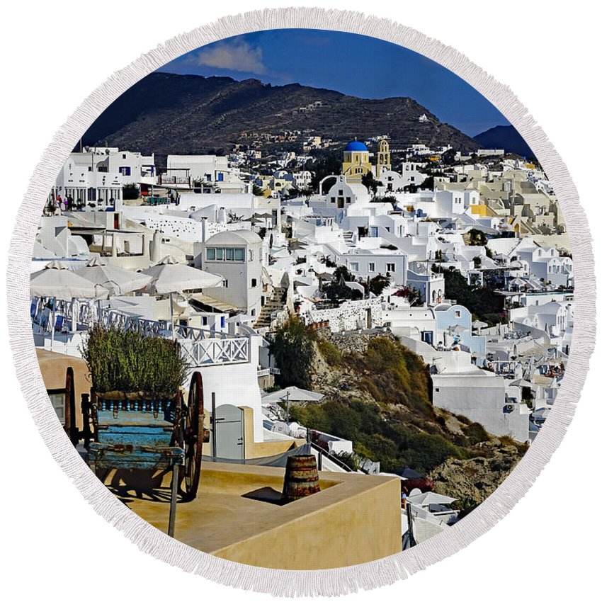 Mediterranean Round Beach Towel featuring the photograph Cliff Perched Houses In The Town Of Oia On The Greek Island Of Santorini Greece by Richard Rosenshein