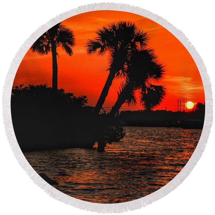 River Round Beach Towel featuring the photograph 75 Island Sunset by Allen Williamson