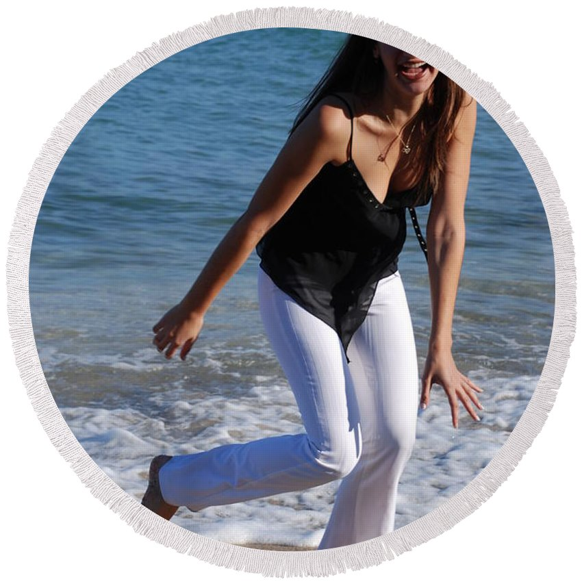 Sea Scape Round Beach Towel featuring the photograph Gisele by Rob Hans