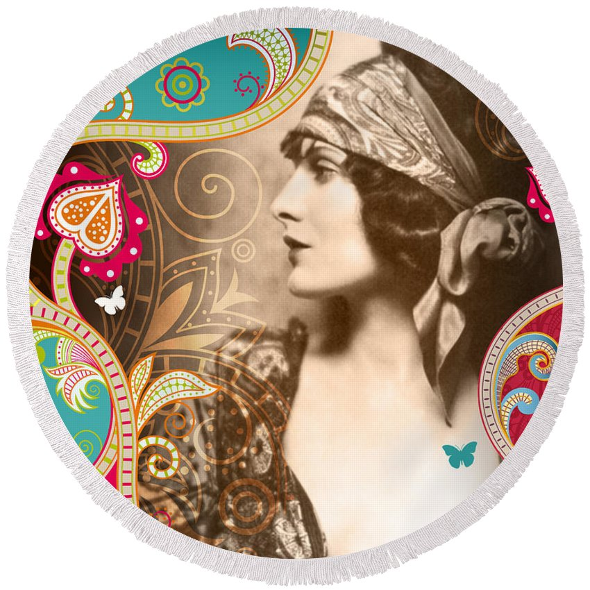 Nostalgic Seduction Round Beach Towel featuring the photograph Goddess by Chris Andruskiewicz