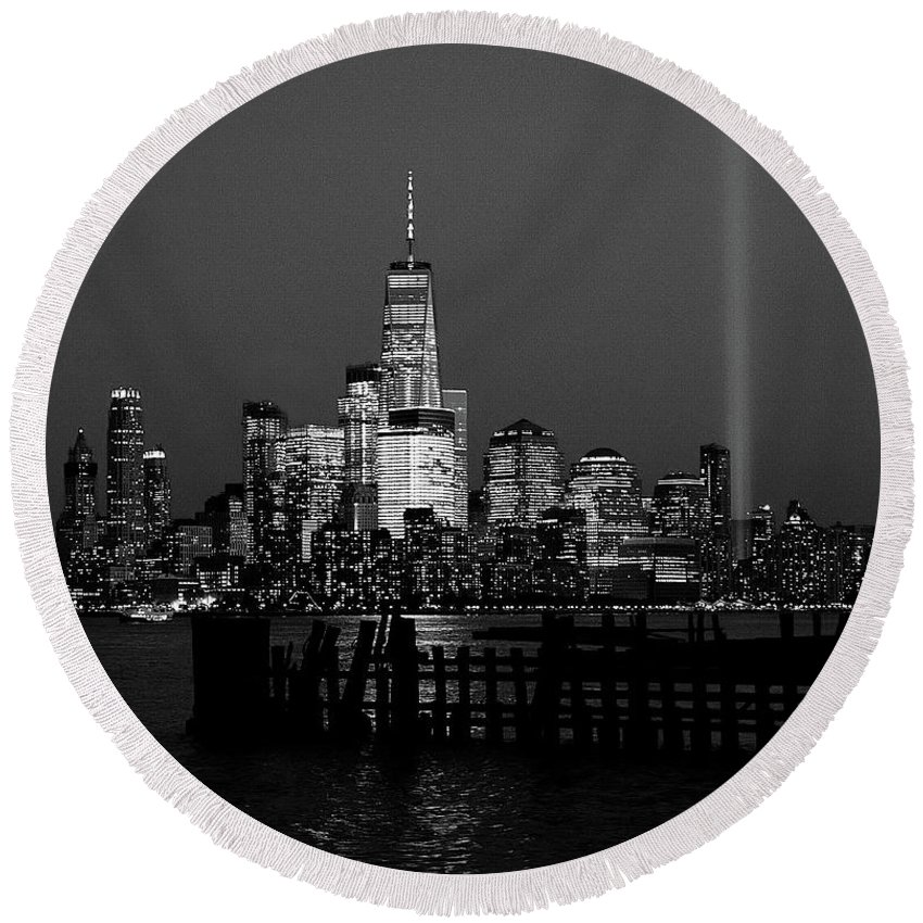New York City Round Beach Towel featuring the photograph Freedom by Daniel Carvalho