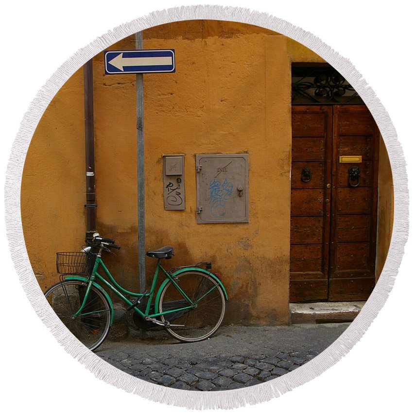 Bike Round Beach Towel featuring the photograph A Bike In Rome by Tom Reynen