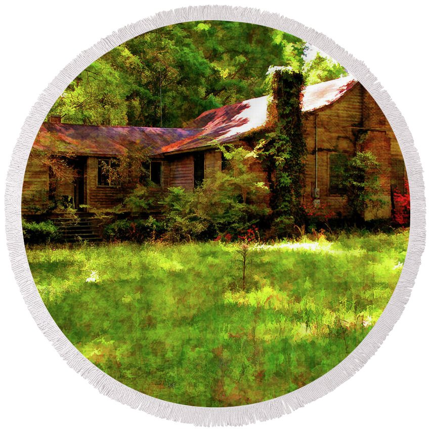 Old House Round Beach Towel featuring the photograph A Country Place by Kathleen K Parker