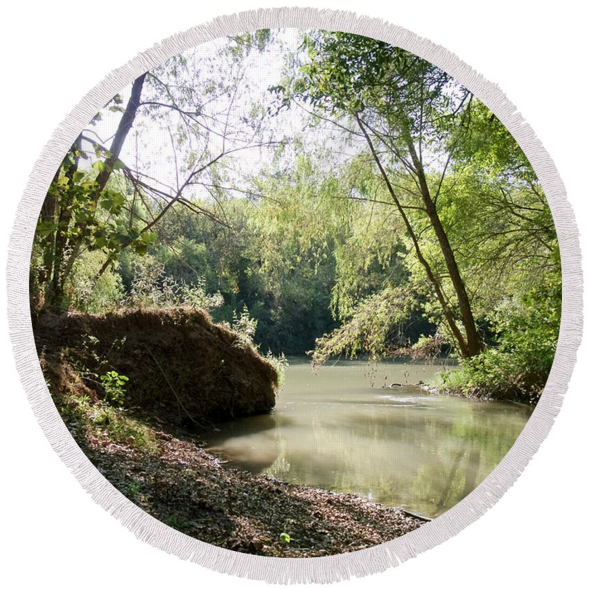 Medina River Round Beach Towel featuring the photograph A Medina River Morning by Gary Richards