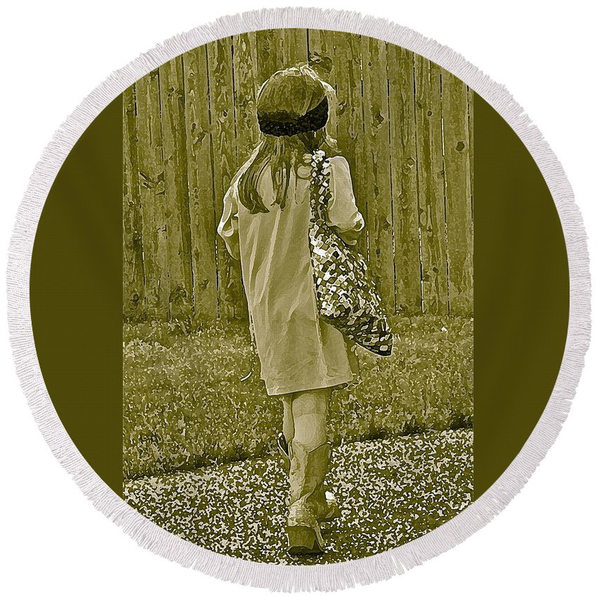 Little Girl Round Beach Towel featuring the photograph A Moment by Gwyn Newcombe