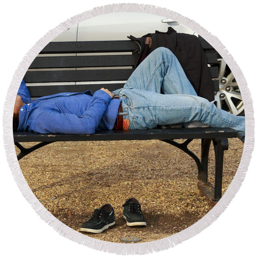 Man Round Beach Towel featuring the photograph A Nap In The Park by Travis Rogers