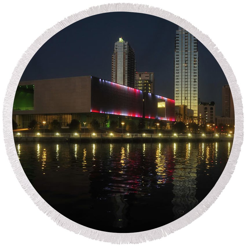 Tampa Museum Of Art Round Beach Towel featuring the photograph A Night At The Museum by David Lee Thompson