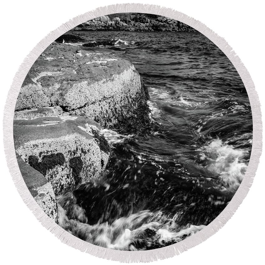 Cape Nedick Round Beach Towel featuring the photograph A Summer's Day At Nubble Light, York, Maine -67969-bw by John Bald