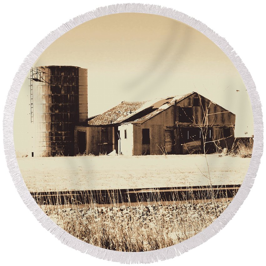 Barn Round Beach Towel featuring the photograph A Very Old Barn And Silo by Curtis Tilleraas