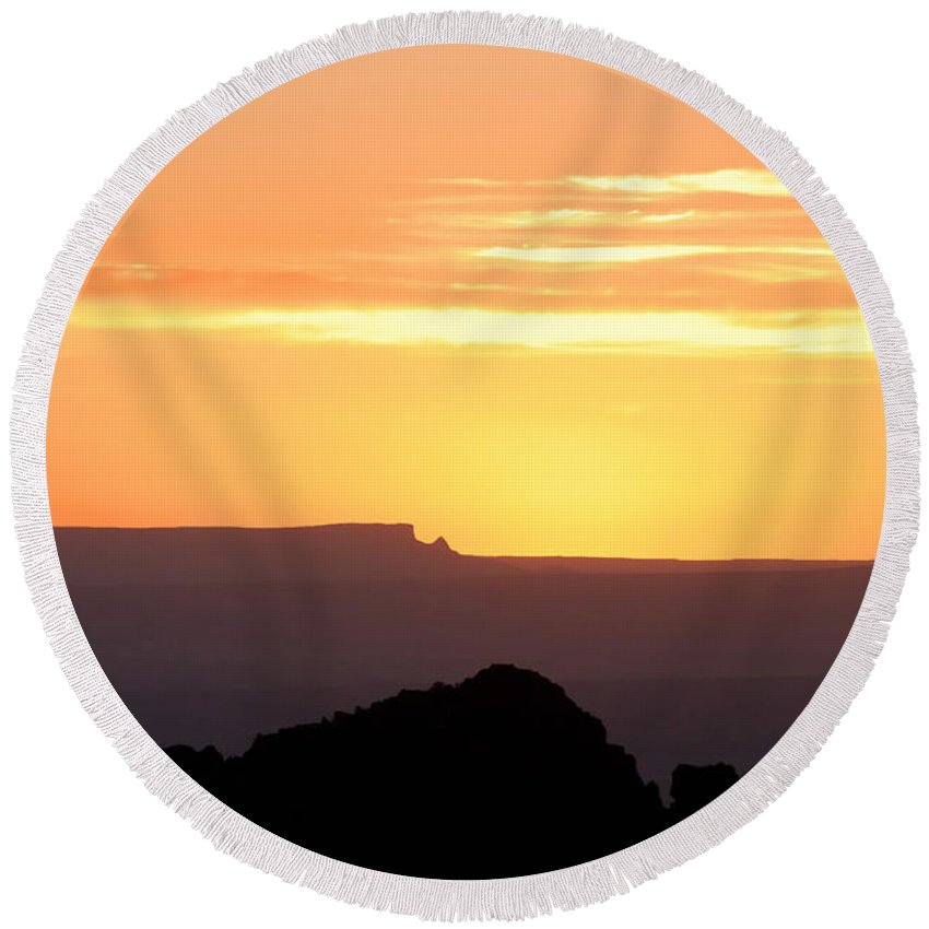 Western Us Round Beach Towel featuring the photograph A Western Sunset by David Lee Thompson