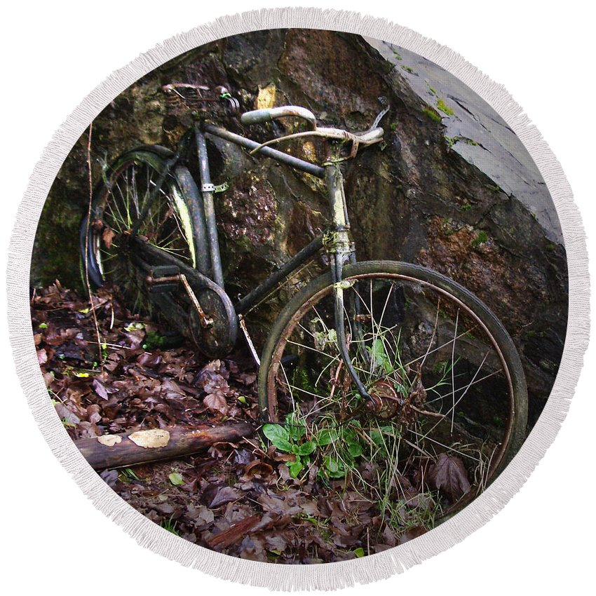 Irish Round Beach Towel featuring the photograph Abandoned Bicycle by Tim Nyberg