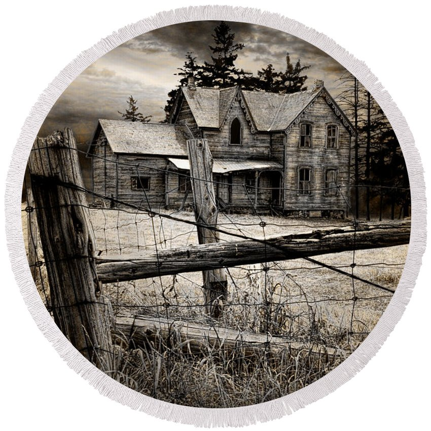 Art Round Beach Towel featuring the photograph Abandoned Farm House by Randall Nyhof