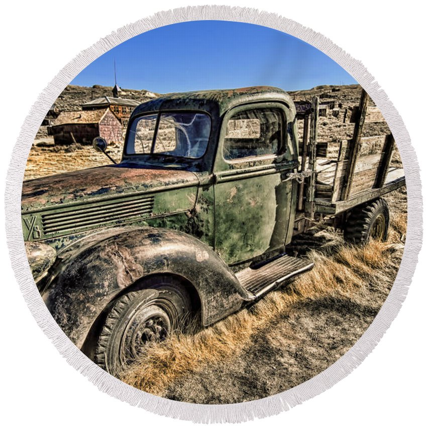 Abandoned Truck Round Beach Towel featuring the photograph Abandoned Truck by Jason Abando