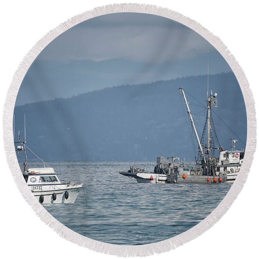 Adriatic Star Round Beach Towel featuring the photograph Adriatic Star And Ryan D by Randy Hall