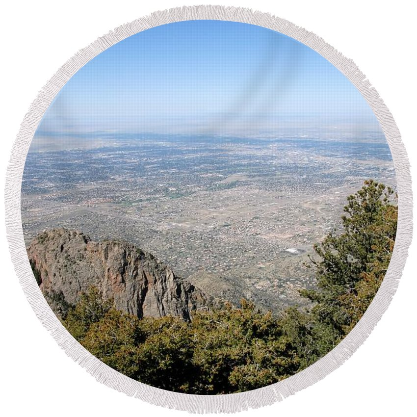 Albuquerque Round Beach Towel featuring the photograph Albuquerque And The Rio Grande by David Lee Thompson