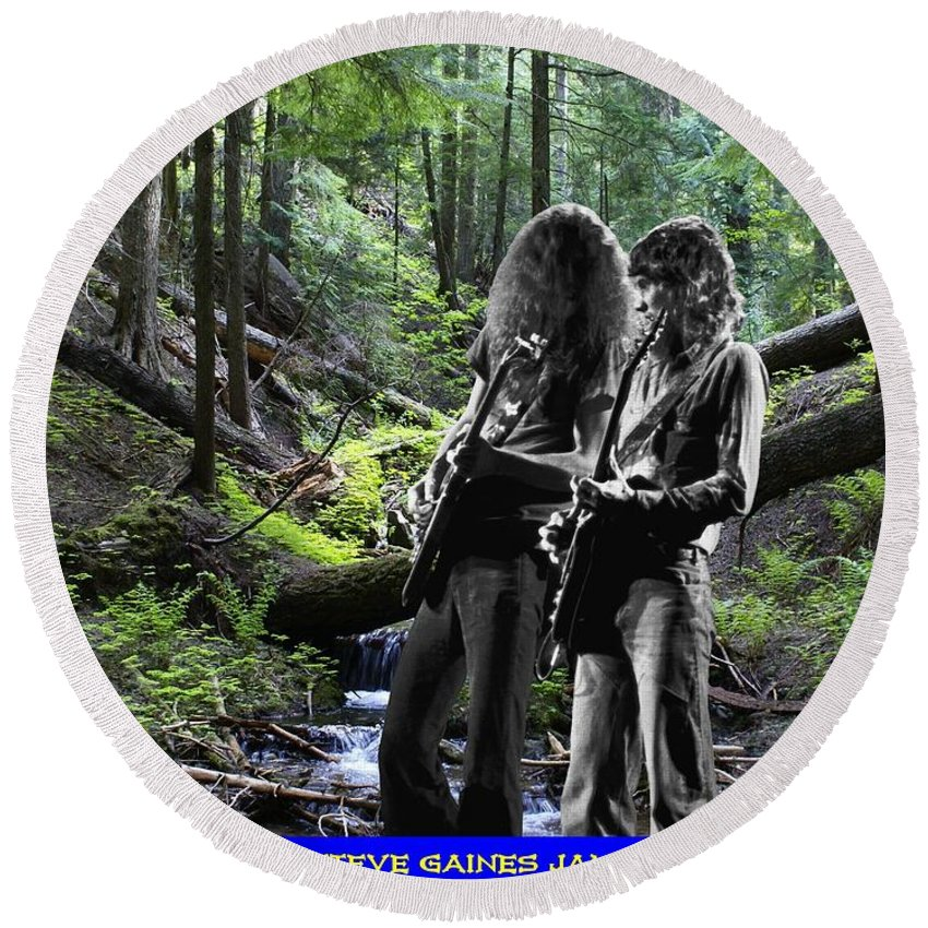 Allen Collins Round Beach Towel featuring the photograph Allen And Steve On Mt. Spokane by Ben Upham