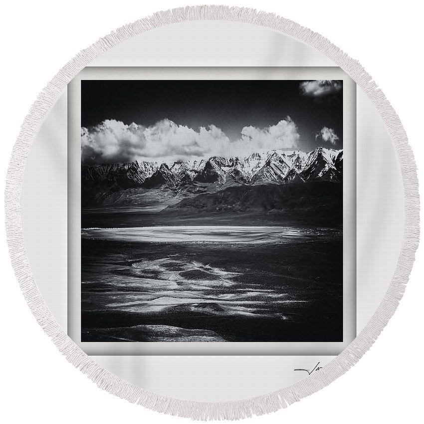 Columbia Gorge Round Beach Towel featuring the photograph Alvord Desert 1 by Ingrid Smith-Johnsen