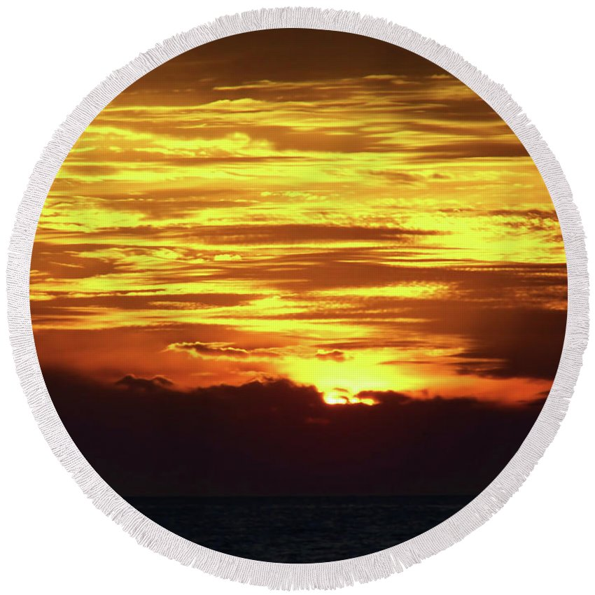 Sunset Round Beach Towel featuring the photograph Amazing Fire In The Sky by D Hackett