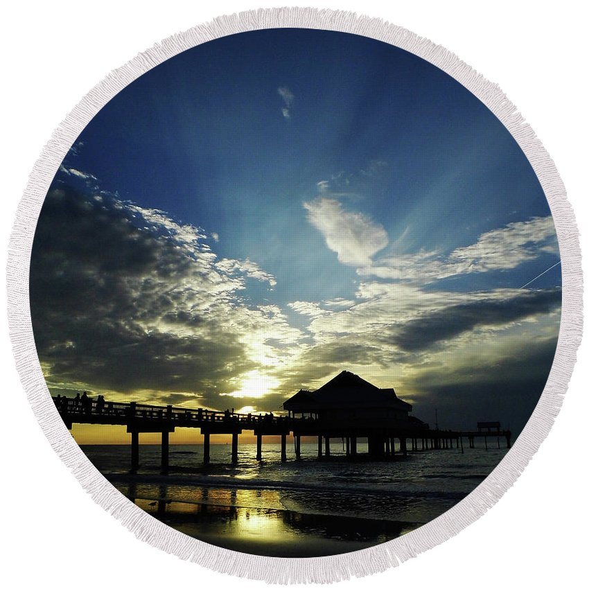 Sunset Round Beach Towel featuring the photograph Amazing Sky Pier 60 by D Hackett