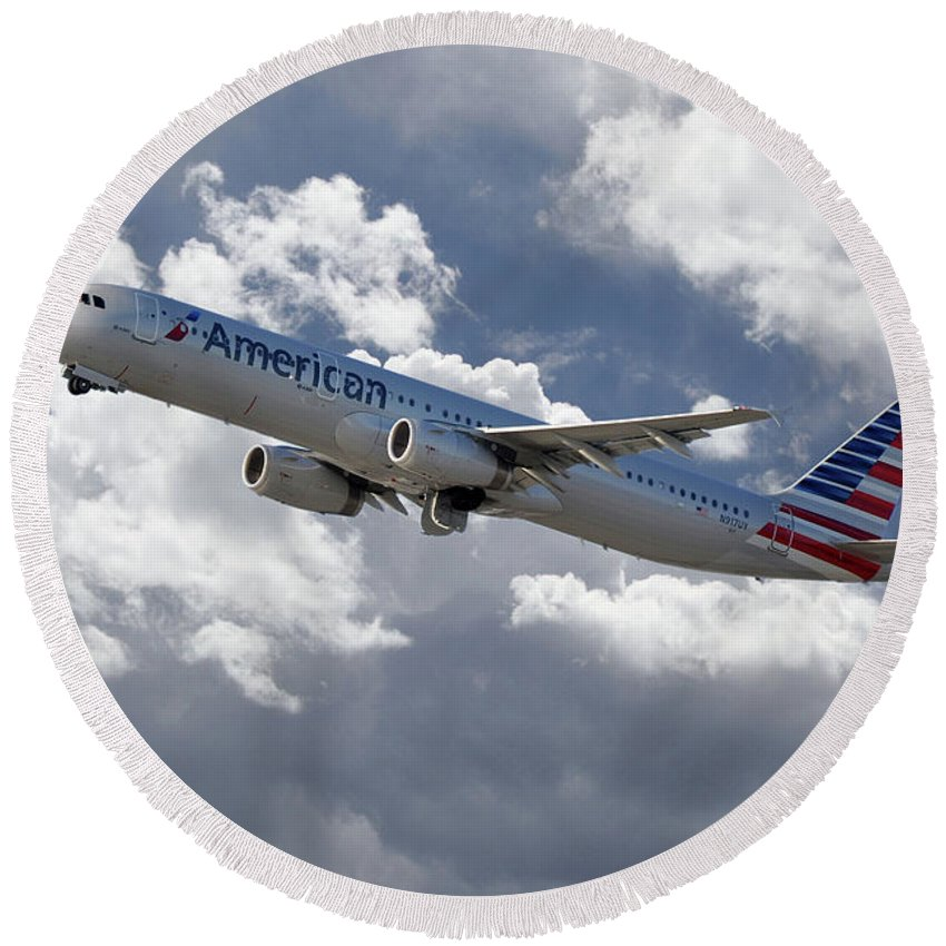 Airbus Round Beach Towel featuring the digital art American Airlines Airbus A321 by J Biggadike