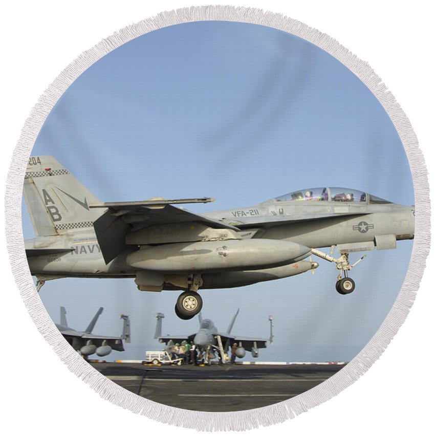 Horizontal Round Beach Towel featuring the photograph An Fa-18e Super Hornet Makes An by Giovanni Colla