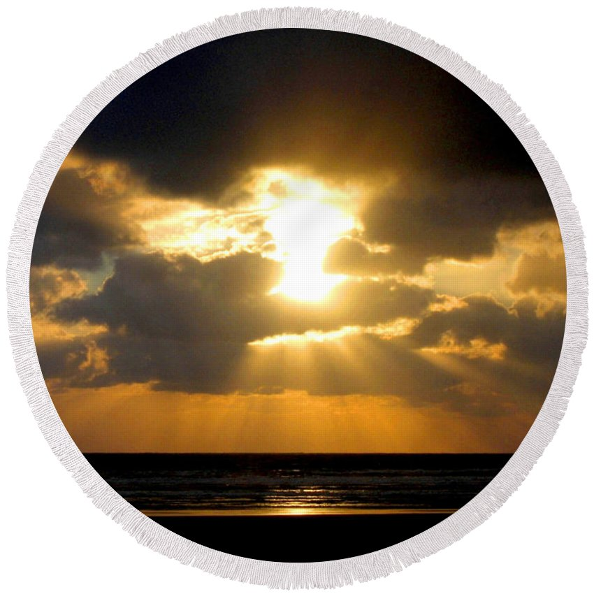 Sunset Round Beach Towel featuring the photograph An Inspiring Evening by Will Borden