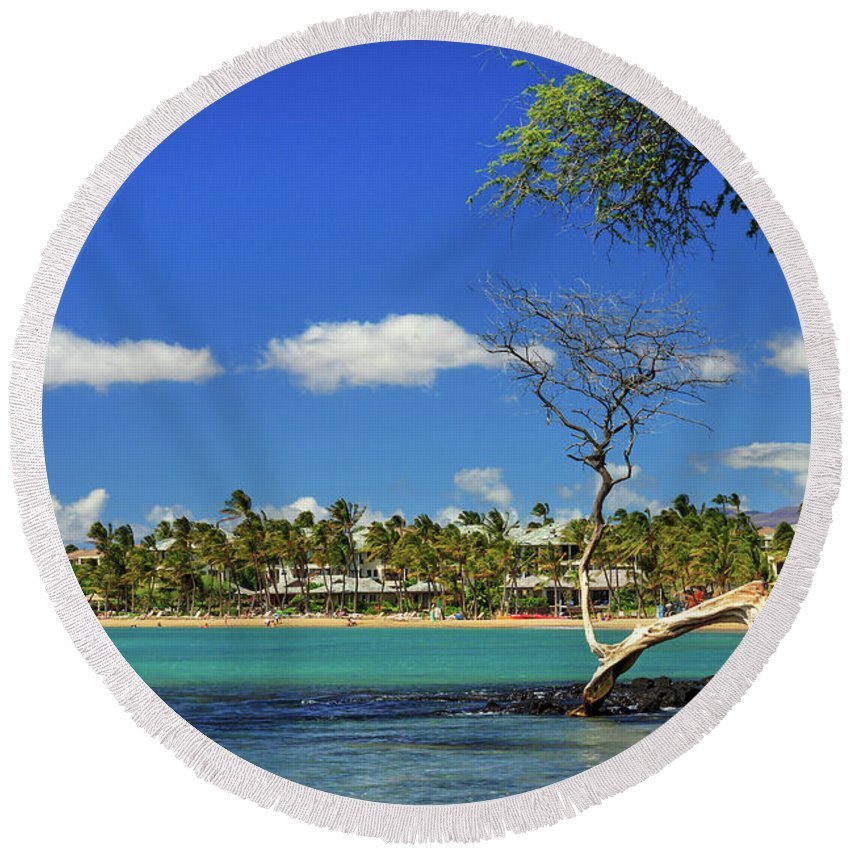 Bay Round Beach Towel featuring the photograph Anaehoomalu Bay by James Eddy