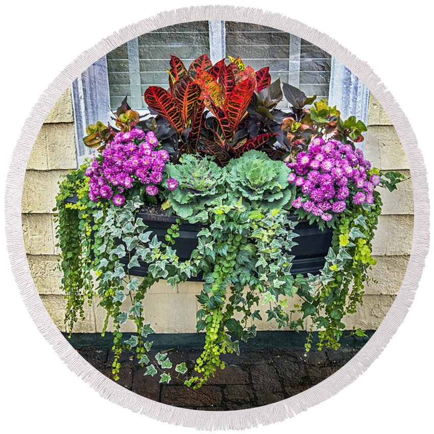 2d Round Beach Towel featuring the photograph Annapolis Flower Box by Brian Wallace