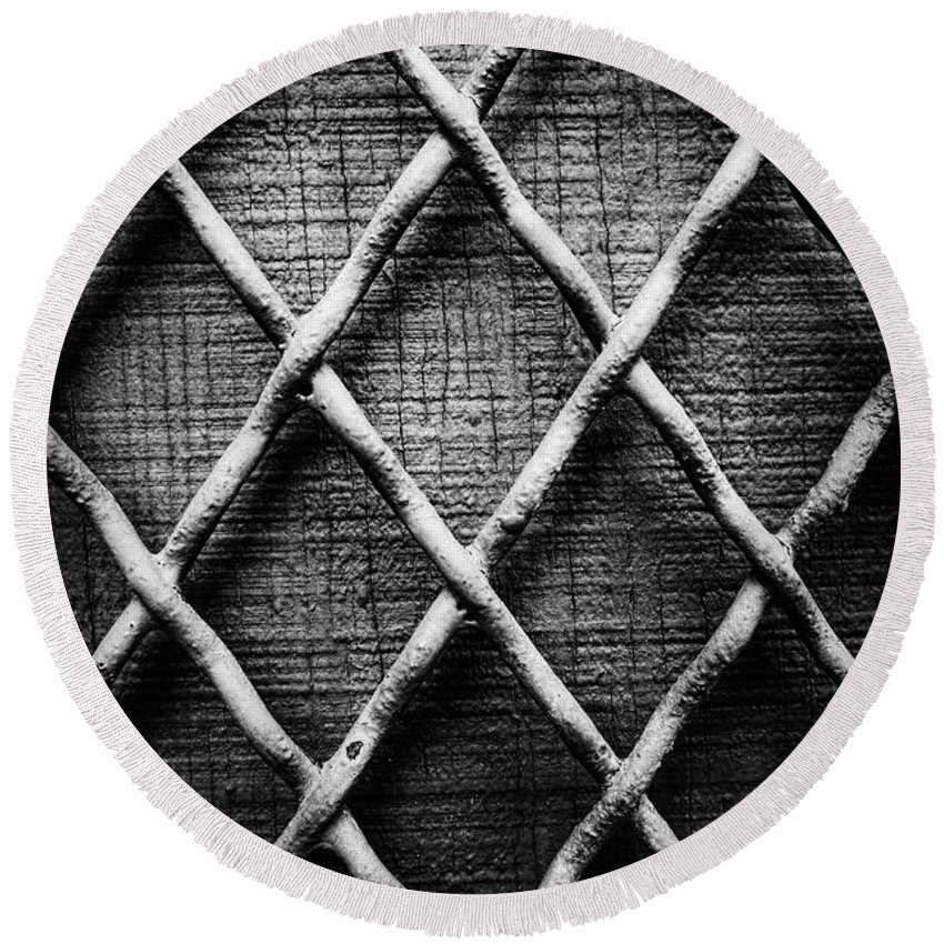 Metal Round Beach Towel featuring the photograph Anxiety by Lonnie Kunkel