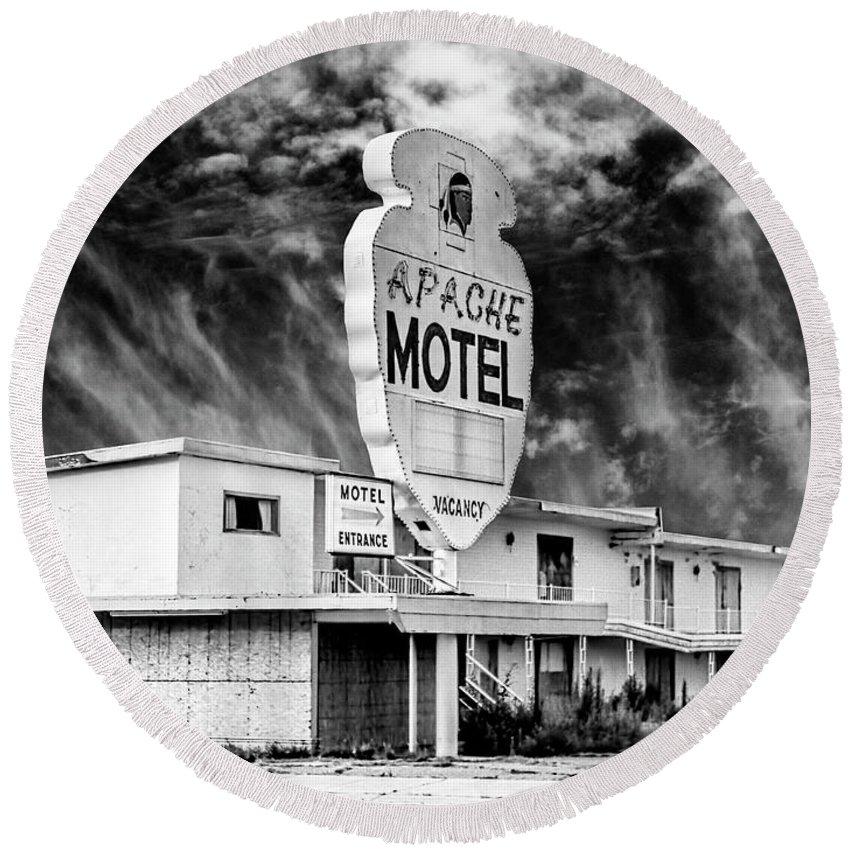 Motel Round Beach Towel featuring the photograph Apache Motel Tucumcari by Dominic Piperata