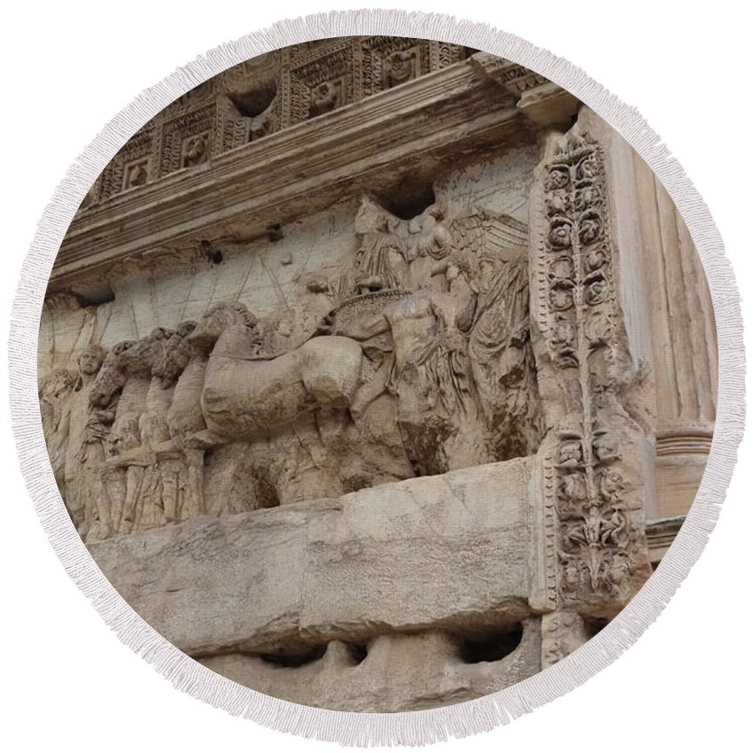 Arch Of Titus Round Beach Towel featuring the photograph Arco Di Tito Relief by Tammy Mutka